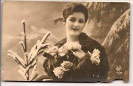 L25C057 - Portrait De Femme  En Hiver, Fourrure  -  Noyer  N°4912 - Women