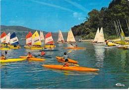 SPORT - Voile Canoe Kayac - 38 - CHARAVINES : Optimistes Au Départ Voiliers Et Canoes Kayaks En 1er Plan - CPSM GF Isère - Cartes Postales
