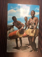 AK KENIA KENYA KITUI DRUMMERS & DANCERS  Kitui Trommlern Und Tänzern ANSICHTSKARTEN 1960 - Kenia