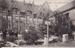 LIEGE -- La Seconde Cour Du Palais Animée - Liege