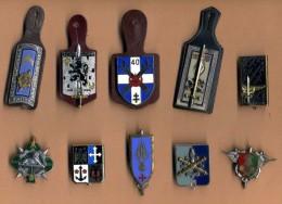 Lot De 10 Insignes - Army