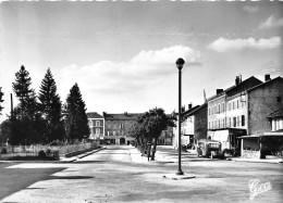63-AMBERT- PLACE DE LA GARE ET LES HÖTELS - Ambert