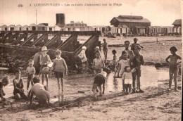 RARE 14 COURSEULLES LES ENFANTS S'AMUSENT SUR LA PLAGE ANIMEE PAS CIRCULEE - Courseulles-sur-Mer