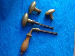 Lot De Poignee Bronze Ou Laiton  Et Bois Poids 290g - Bronzes