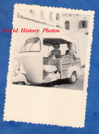 Photo Ancienne Snapshot - ISCHIA - Petite Auto / Moto - Modèle à Identifier - 1957 - Napoli Italia - Cars