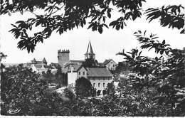 12 - SENERGUES - Maison D'Ecole , Le Clocher Et Le Chateau - CPSM PF 1955 - Aveyron - France