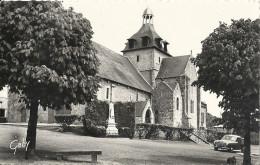 CPSM Tremblay Eglise Et Monument Aux Morts - France