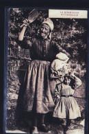 VIEILLE FEMME  EN NORMANDIE - Granja