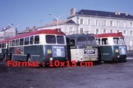 Photographie D'anciens Bus Avec à L'arrière Une Publicité Miele Ou Monoprix - Reproductions
