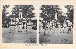 MILITARIA Armée Française : Le Garde à Vous à L'exercice ( Gymnaistique - Construction De Pyramides )- CPA - Other