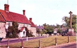 NORTHANTS - CASTLE ASHBY - THE FALCON - 16th CENTURY INN N137 - Northamptonshire