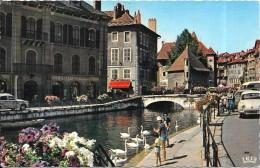 ANNECY - 74 -   Le  Canal Du Thiou Et Les Prisons - Renault Dauphine Au 1er Plan - ENCH0616 - - Annecy