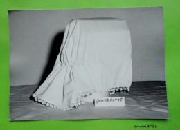 Musée De La Guérinière - Photo D'une Quichenotte ( Coiffe De Travail Vendee, Charente Maritime..) - Oggetti
