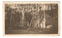 PHOTO ORIGINALE GROUPE DE TRAVAILLEURS CHANTIER PELLE PIOCHE BROUETTE - Photos