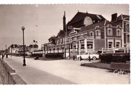 CABOURG: Promenade Des Anglais Et Hôtel Des Ducs - Cabourg