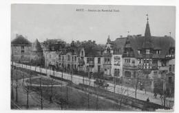 METZ EN 1919 - AVENUE DU MARECHAL FOCH AVEC ATTELAGE - COIN BAS A DROITE ABIME - CPA VOYAGEE - Metz