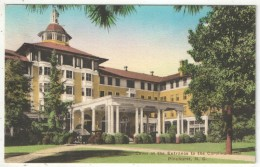 Lawn At The Entrance To The Carolina Hotel, Pinehurst, N. C. - Etats-Unis
