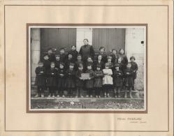 15  -  MASSIAC -  PHOTO DE CLASSE  - ECOLE   -  1934  -   Photo FERRARI - Personnes Anonymes