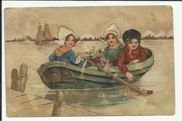 Meisjes En Jongen In Folkloreklederdracht In Een Bootje - Illustrator Florence Hardy - Europe