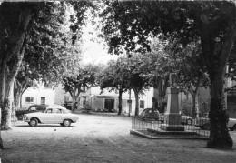 GINASSERVIS - Cours Et Le Monument Aux Morts Voitures Dont 2 CV Sous Les Arbres - Altri Comuni