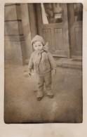 Carte Photo Originale Enfant Bulgare En 1933 En Tenue D'hiver - Légende Au Dos - - Pin-Ups
