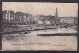 = Carte Postale Nantes Quartier De La Bourse 1er Plan La Grève De L'île Feydau Au Fond Clocher Basilique Saint Nicolas - Nantes