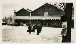 PHOTOS GUERRE 39 - 45 . ORLEANS SOUS LA BOTTE ALLEMANDE . JUIN 1940 A AOUT 1944 . PLACE DE LA GARE - Guerra, Militari