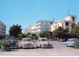 Argeles-sur-mer.. Animée Place Du Front De Mer Belles Voitures 203 Peugeot 403 Peugeot - Argeles Sur Mer