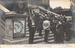 PARIS - ALPHONSE XIII A PARIS EN 1905 , S. M .LE ROI ARRIVE AU MINISTERE DES AFFAIRES ETRANGERES RECU PAR M.MOLLARD - Other
