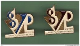 SAINT VINCENT DE PAUL *** Lot De 2 Pin's Differents *** 0018 - Cities