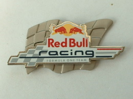 PIN´S  RED BULL RACING - FORMULA ONE TEAM - VACHE - TAUREAU - F1