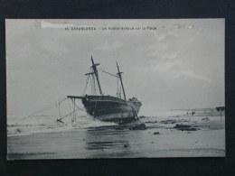 Ref5423 WA CPA X3 Barque échouée Sur La Plage - Deauville, Etretat, Casablanca - Voilier - Zeilboten