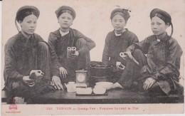Asie :  TONKIN  Quang Yen , Femmes  Buvant Le  Thé - Cartes Postales