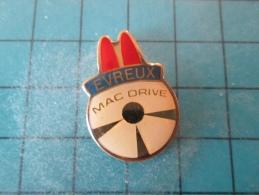 PIN1015a Pin´s Pins /      Mc DONALD´S : MAC DRIVE EVREUX    INSCRIPTION AU DOS ,  Voir Photo N°2 -   -   Le Carroyage S - McDonald's