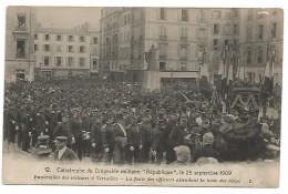 """CARTE POSTALE DE VERSAILLES CATASTROPHE DU DIRIGEABLE MILITAIRE """" REPUBLIQUE """" - FUNERAILLES DES VICTIMES , 1909 . - Ile-de-France"""