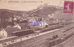 CPSM 9X14 De SAINT FLOUR (15) - La GARE Et VUE GENERALE - N° 7 - ANIMATIONS - TRAINS - Saint Flour