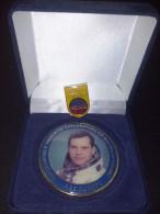 Romania / Medal Ø60 Mm With Badge / D. D. Prunariu, First Romanian In Space / Tombac Enamelled, 60 Gr. - Entriegelungschips Und Medaillen