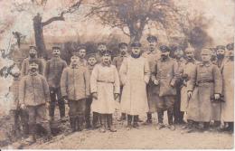 AK Foto Gruppe Deutsche Soldaten - Pickelhauben - Feldpost Königl. Preuss. Landwehr Inf. Regt. 32 - 1915  (24128) - Weltkrieg 1914-18