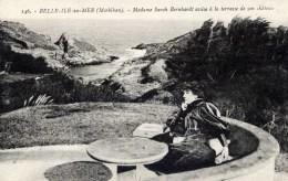 56 BELLE ISLE EN MER   Madame Sarah BERNHARDT Assise à La Terrasse De Son Chateau-Edition Peu Courante - Belle Ile En Mer