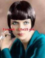 Reproduction D'une Photographie D'un Portrait De Louise Brooks Avec Un Haut Bleu - Reproductions