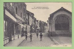 ANCENIS : Place Des Halles Et Rue Rayer. 2 Scans. Edition Chapeau - Ancenis