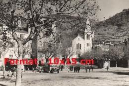 Reproduction D'une Photographie D'un Ancien Bus Sur La Place De L'église à Castellane - Reproductions