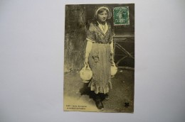 CPA 15 63 43 03 AUVERGNE. Jeune Auvergnate Se Rendant à La Fontaine. 1912.