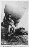 67Sm   Ethiopie Abyssinie Fillette Portant De La Paille Dans Sa Toge Nétséla En TBE - Ethiopia