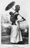 67Sm   Ethiopie Abyssinie Femme Portant Son Enfant Sur Le Dos En TBE - Ethiopia