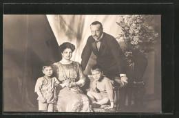 CPA Grossherzogin Eleonore Von Hessen-Darmstadt Avec Ihrer Familie - Royal Families