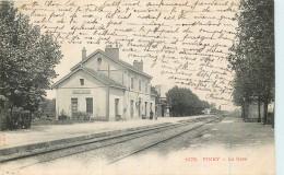 10 - PINEY - Gare - Chemin De Fer - Train - Autres Communes