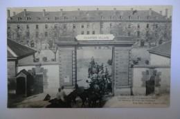 CPA  03 ALLIER MOULINS. Le Quartier Villars. Chasseurs à Cheval. 1914.