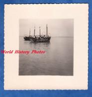 Photo Ancienne - Port à Identifier - Bretagne ? - Bateau De Pêche - Pécheur Fisher Boat Ship - Boats
