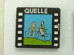 Pin´s QUELLE - 2 FEMMES A VELO - Pin-ups
